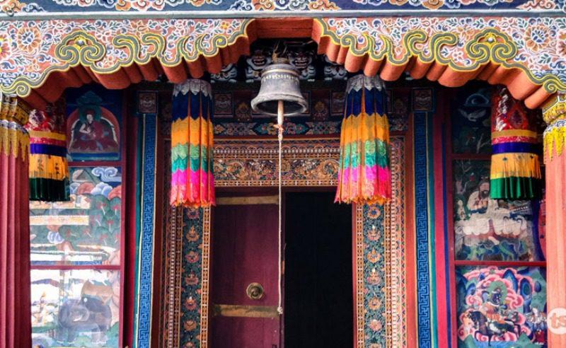 Paro_Dzong_entrance