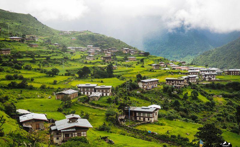 laya-gasa-trek-village-bhutan